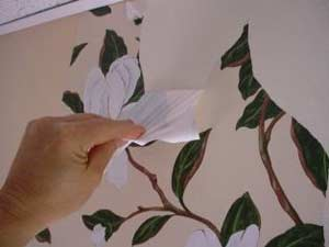 How to remove vinyl and paper wallpaper do it yourself for Removing vinyl wallpaper