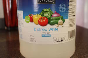 photo of a bottle of distilled white vinegar